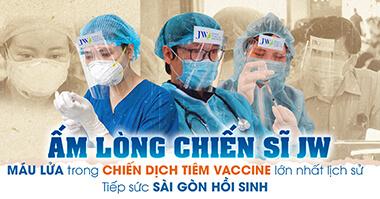 Ấm lòng chiến sĩ JW máu lửa trong chiến dịch Tiêm Vaccine